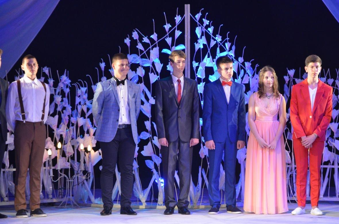Выпускной 2017 в Мариуполе: дорогие наряды и оркестр на театральной площади (ФОТО+ВИДЕО), фото-22