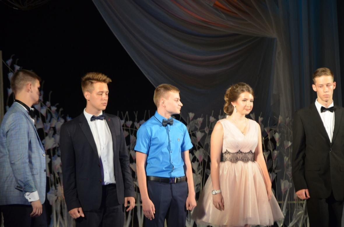 Выпускной 2017 в Мариуполе: дорогие наряды и оркестр на театральной площади (ФОТО+ВИДЕО), фото-18