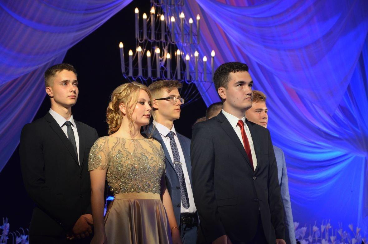 Выпускной 2017 в Мариуполе: дорогие наряды и оркестр на театральной площади (ФОТО+ВИДЕО), фото-2
