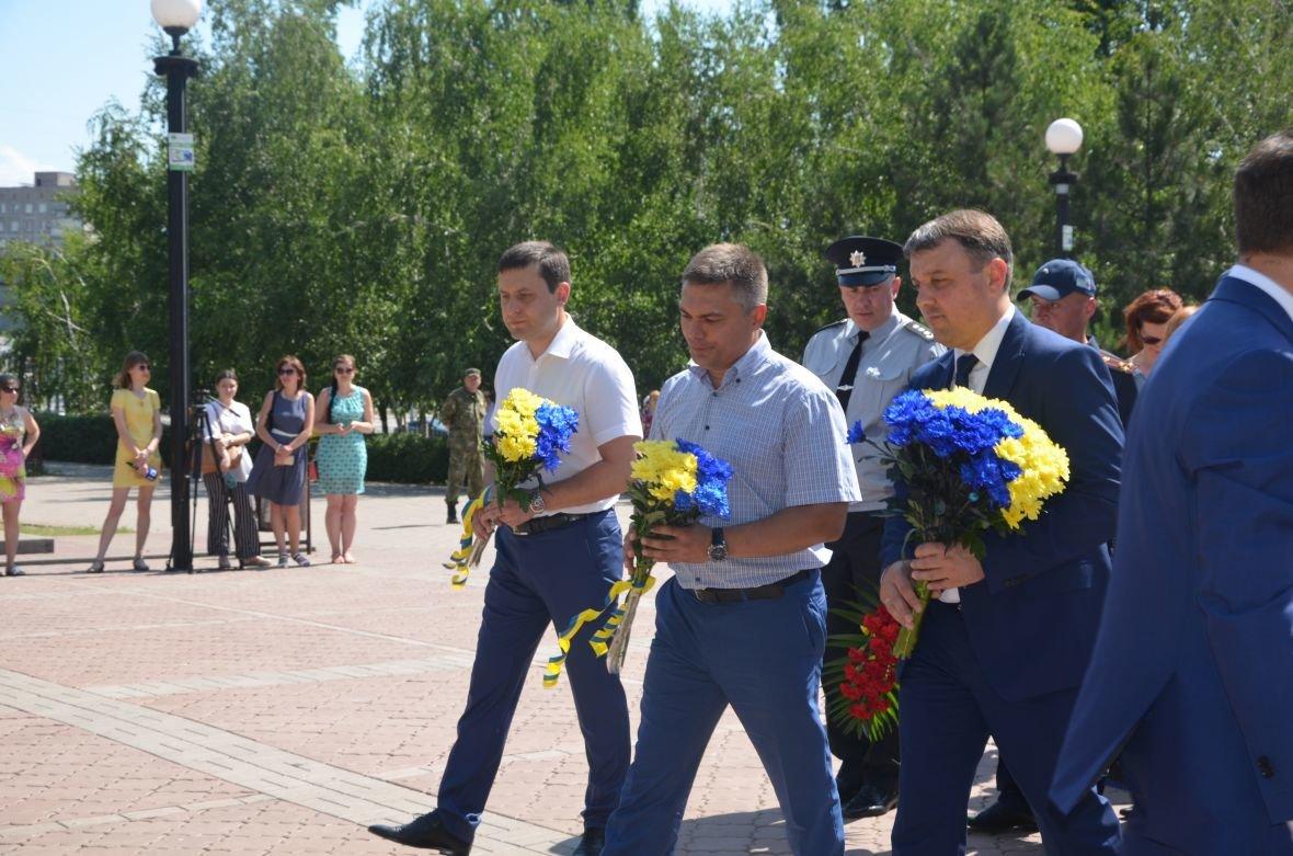 В Мариуполе День Конституции отметили скромным митингом (ФОТО+ВИДЕО), фото-12