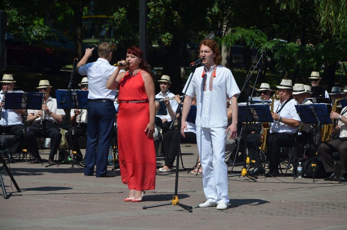 В Мариуполе День Конституции отметили скромным митингом (ФОТО+ВИДЕО), фото-10