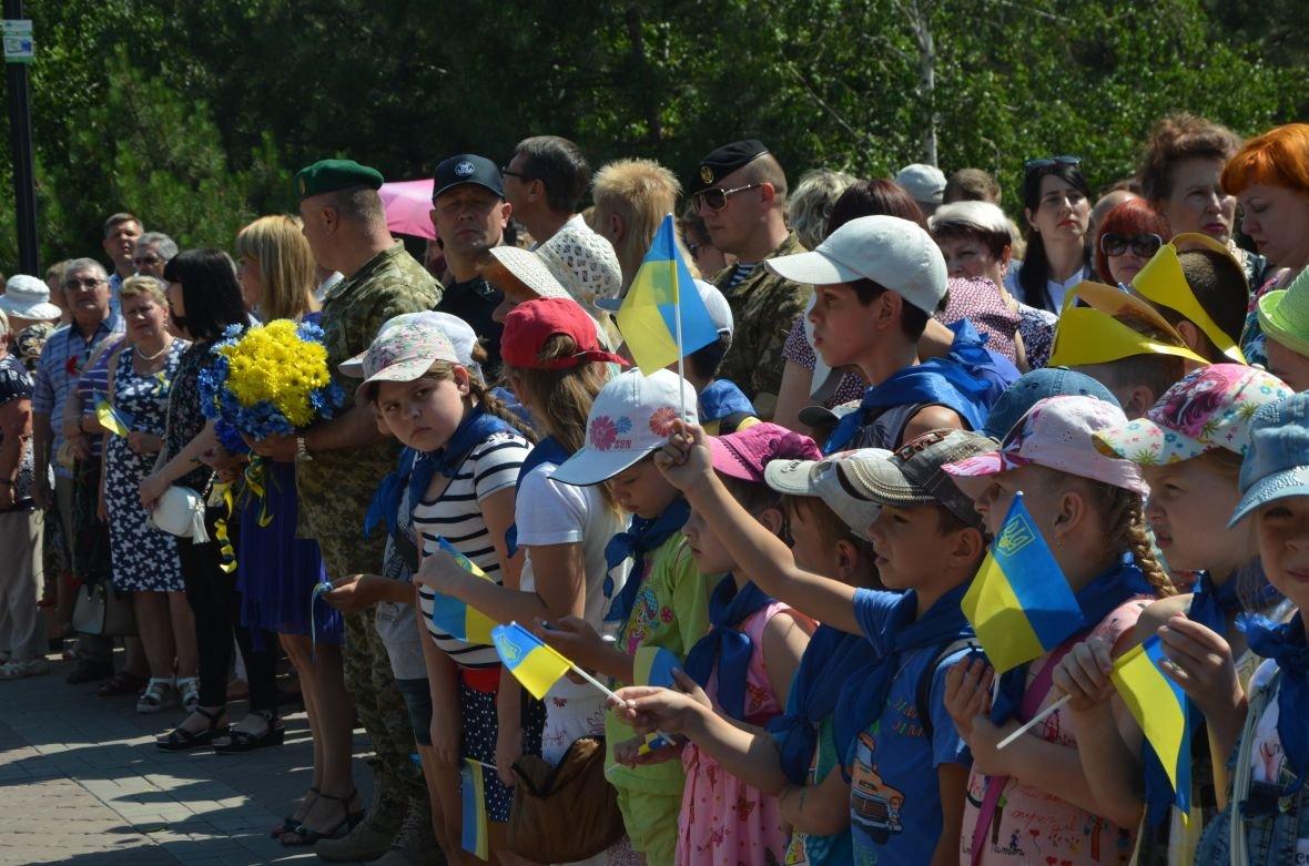 В Мариуполе День Конституции отметили скромным митингом (ФОТО+ВИДЕО), фото-1