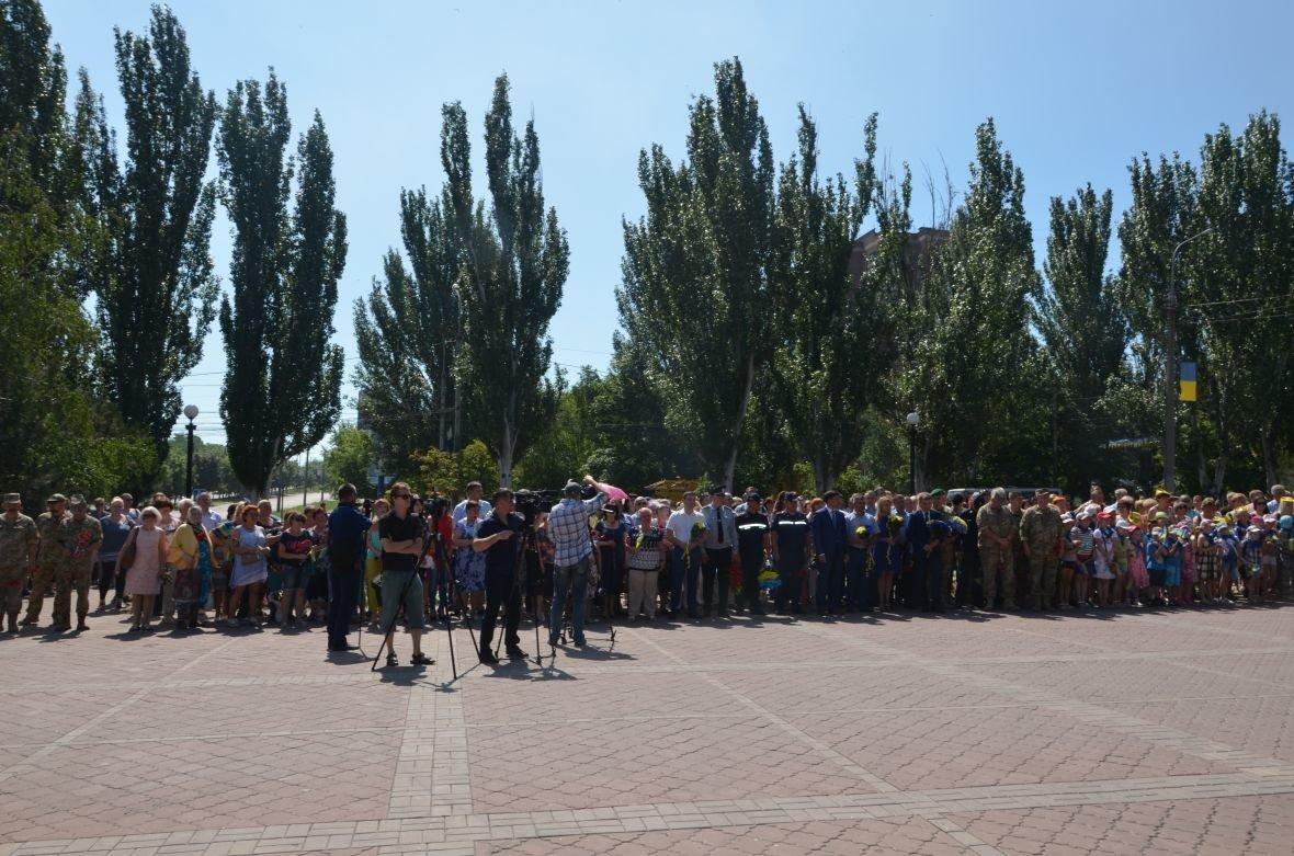 В Мариуполе День Конституции отметили скромным митингом (ФОТО+ВИДЕО), фото-6