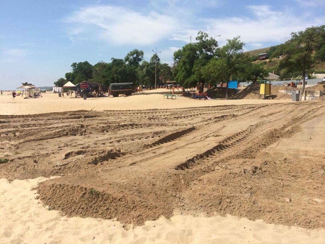 На пляже поселка Песчаный под прикрытием фестиваля строят новую стоянку (ФОТО, ВИДЕО), фото-5