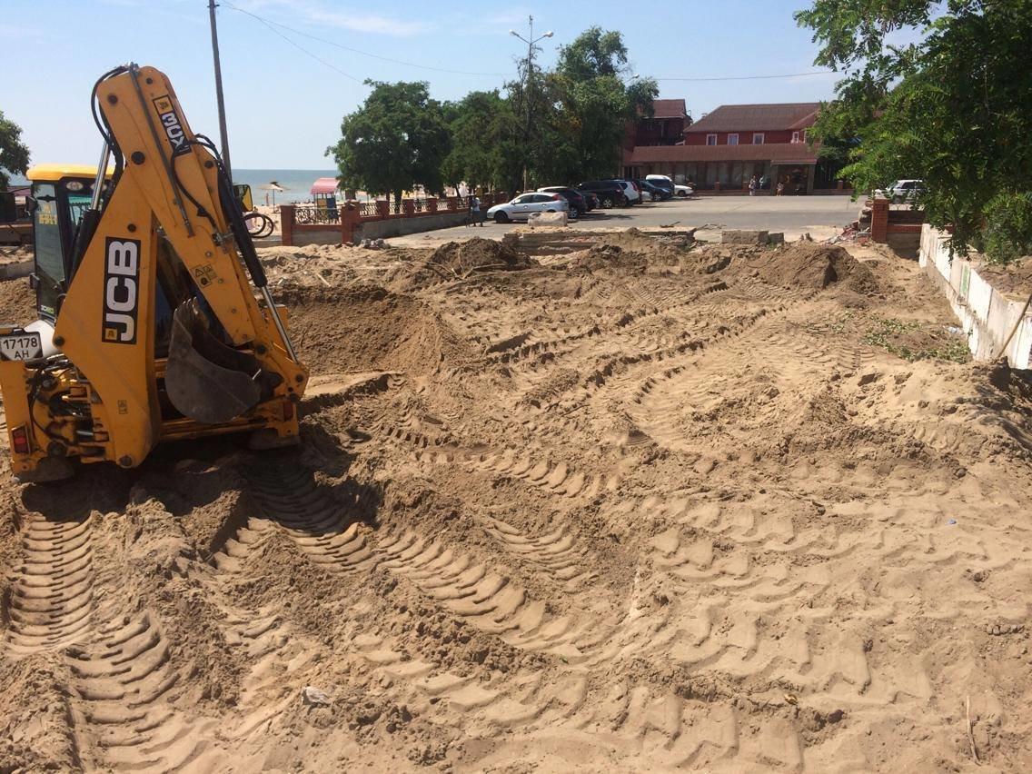 На пляже поселка Песчаный под прикрытием фестиваля строят новую стоянку (ФОТО, ВИДЕО), фото-2