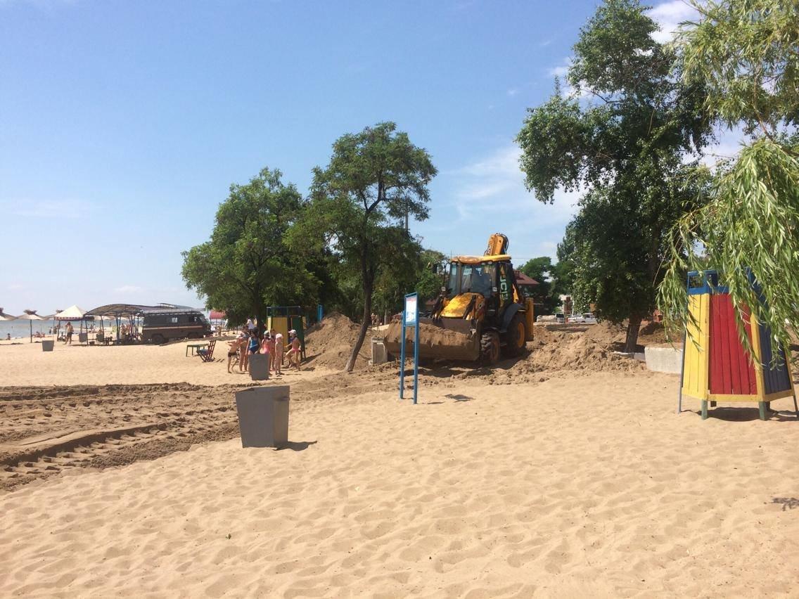 На пляже поселка Песчаный под прикрытием фестиваля строят новую стоянку (ФОТО, ВИДЕО), фото-3