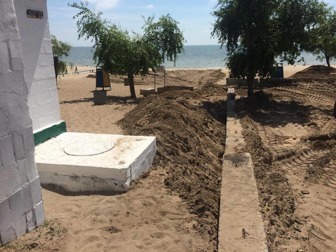 На пляже поселка Песчаный под прикрытием фестиваля строят новую стоянку (ФОТО, ВИДЕО), фото-1