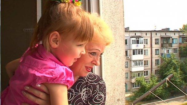Двое осиротевших детей из Авдеевки получили ключи от квартир, подаренных Ринатом Ахметовым, фото-5