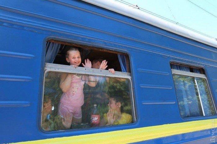 Из Мариуполя в Одессу отправились дети из прифронтовых поселков, фото-2