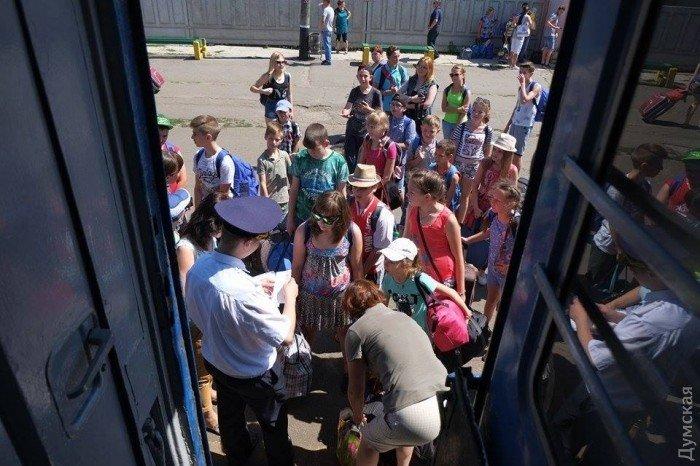 Из Мариуполя в Одессу отправились дети из прифронтовых поселков, фото-4