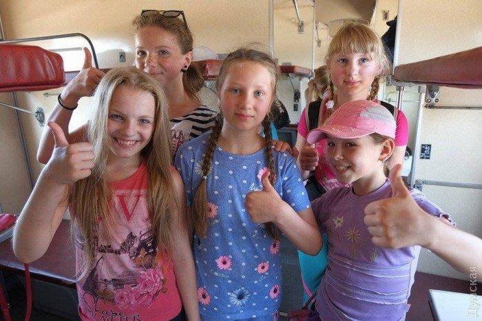 Из Мариуполя в Одессу отправились дети из прифронтовых поселков, фото-3