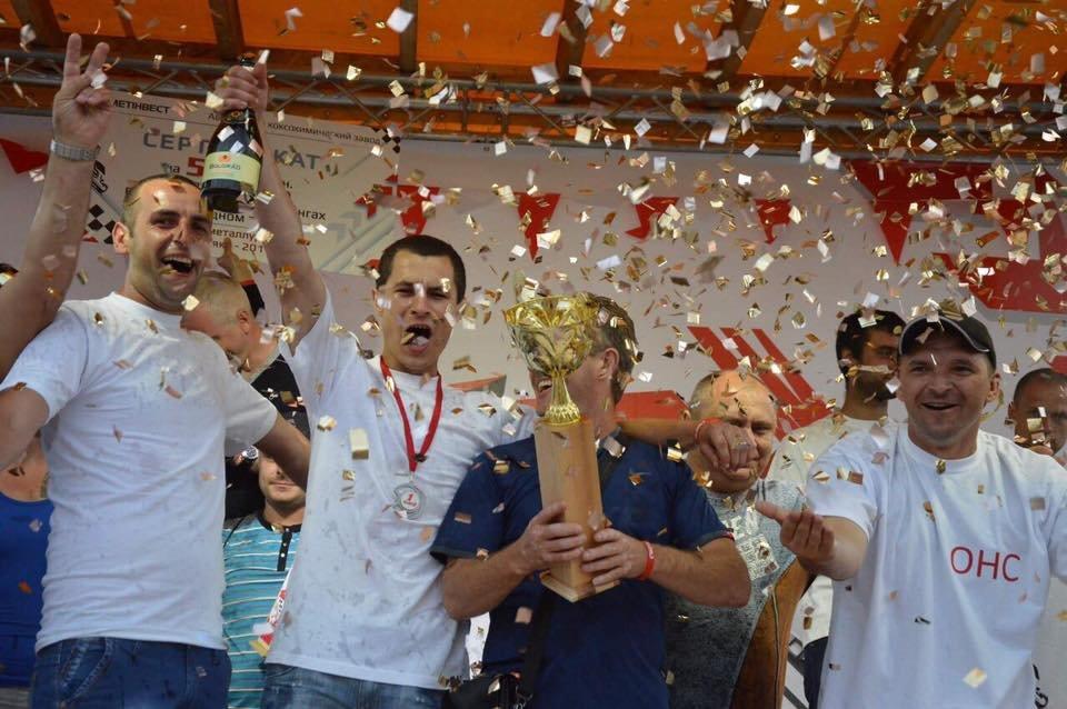 «На скорости»: спортивный праздник  завершили дождем из шампанского и золотым конфети (ФОТО), фото-1