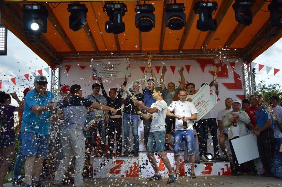 «На скорости»: спортивный праздник  завершили дождем из шампанского и золотым конфети (ФОТО), фото-2