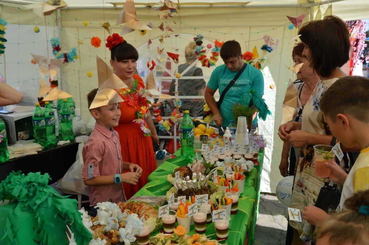 Заводчане АКХЗ организовали для жителей города настоящий фестиваль еды (ФОТОФАКТ), фото-8