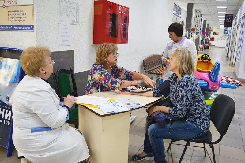 Главное – не «шизовать». В Новополоцке врачи бесплатно раздают «здоровые» советы, фото-1