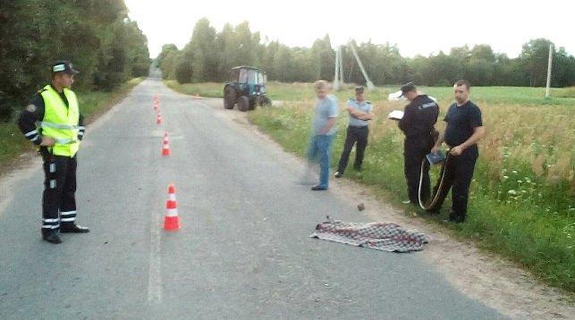 В Лиозненском районе 6-летний мальчик прицепился к трактору и погиб, фото-1