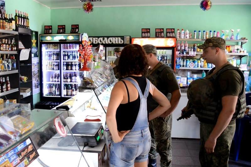 Правоохранители провели рейд по торговым заведениям Авдеевки (ФОТО), фото-3