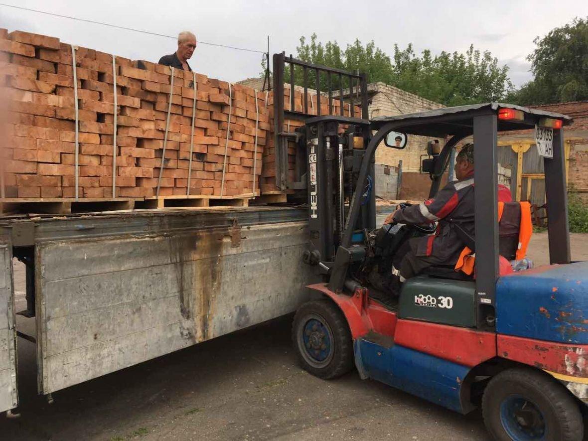 АКХЗ помогает заводчанам восстанавливать разрушенное жильё (ФОТО), фото-4