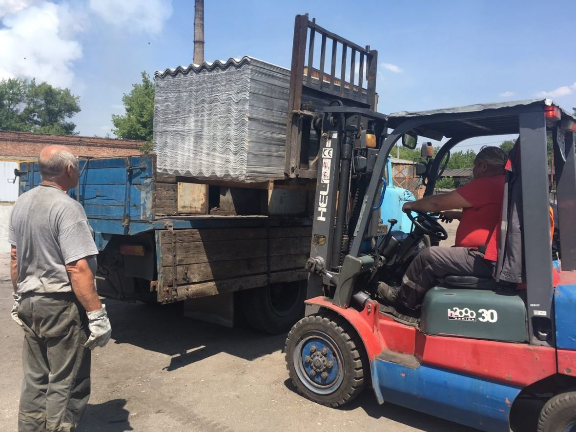АКХЗ помогает заводчанам восстанавливать разрушенное жильё (ФОТО), фото-1