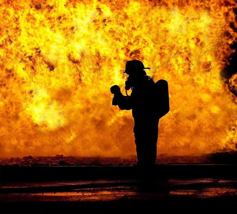 fire-fighter-2098461_960_720