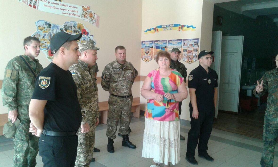 Авдеевка открыла сердца для полицейских с Хмельниччины (ФОТО), фото-2
