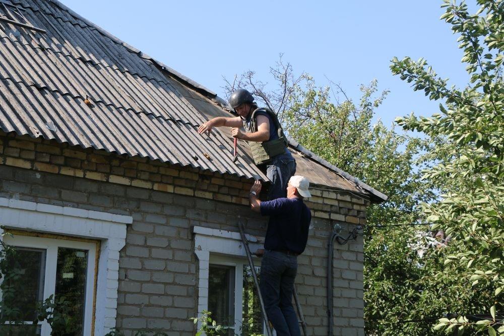 На счету спасателей ГСЧС 52 восстановленных дома. Работы в Авдеевке продолжаются (ФОТО), фото-3