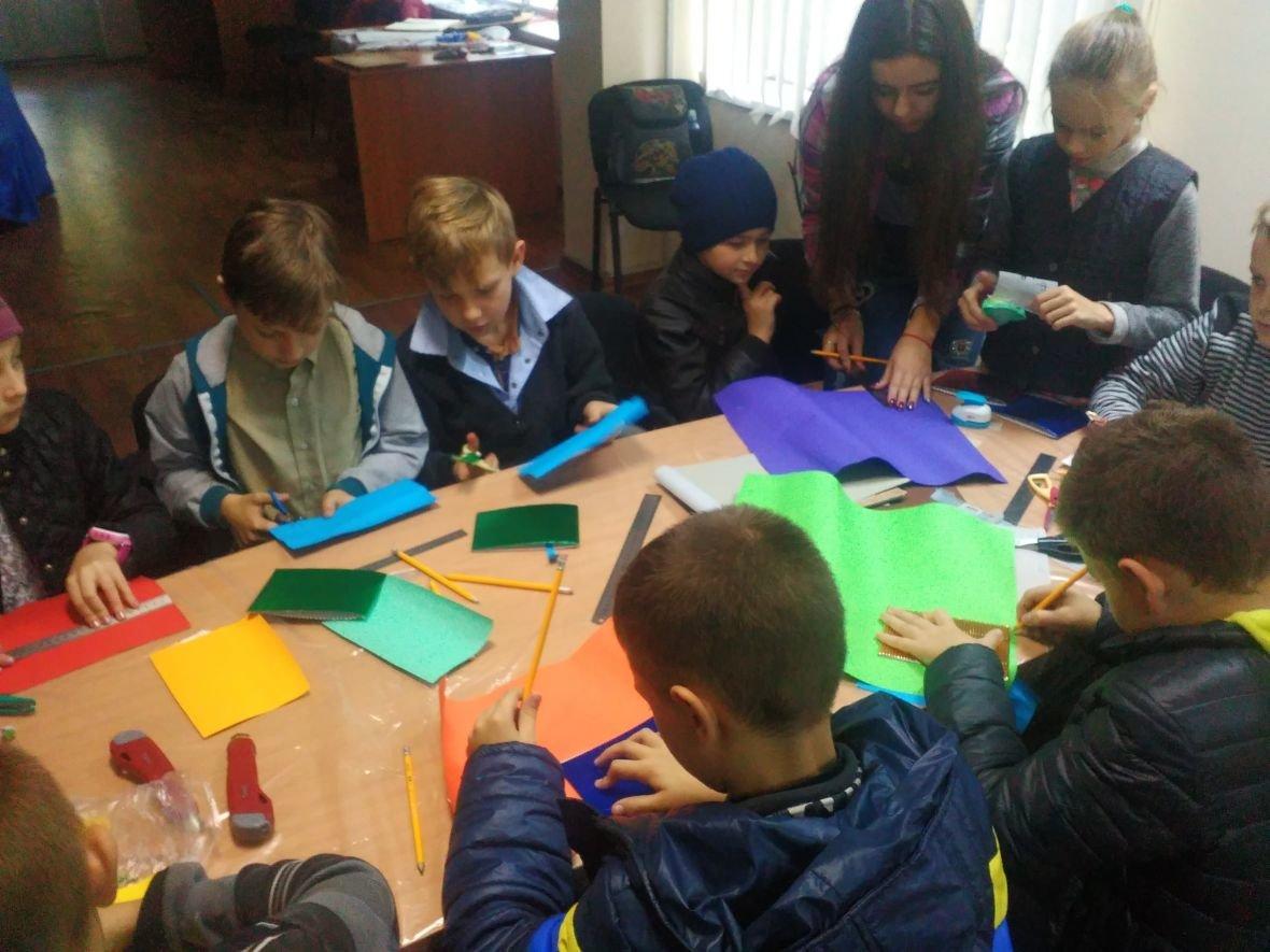 Авдеевская детвора готовит поздравительные открытки защитникам Украины (ФОТОФАКТ), фото-3