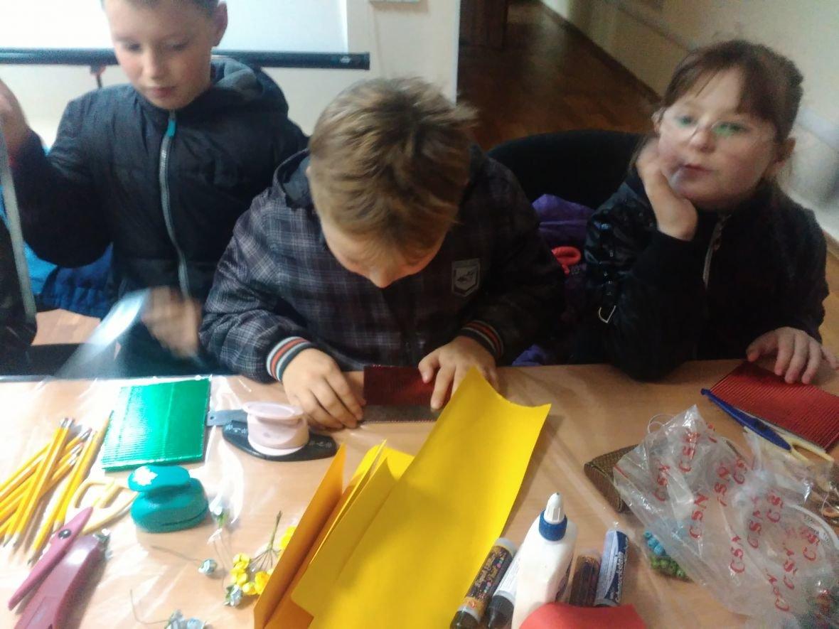 Авдеевская детвора готовит поздравительные открытки защитникам Украины (ФОТОФАКТ), фото-2