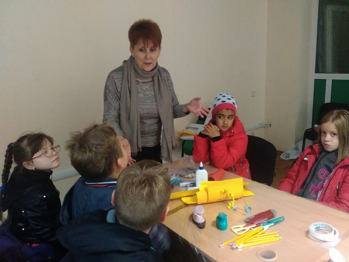 Авдеевская детвора готовит поздравительные открытки защитникам Украины (ФОТОФАКТ), фото-1