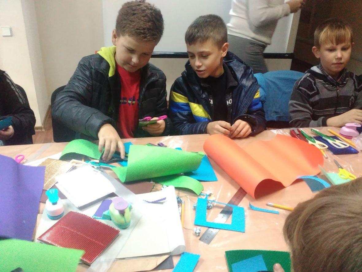 Авдеевская детвора готовит поздравительные открытки защитникам Украины (ФОТОФАКТ), фото-4