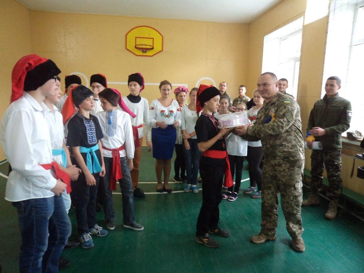 Авдеевские школьники пригласили полицейских на козацкие игры (ФОТО), фото-1