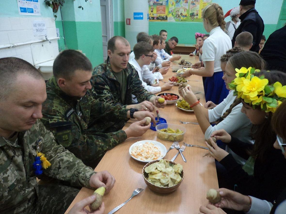 Авдеевские школьники пригласили полицейских на козацкие игры (ФОТО), фото-3