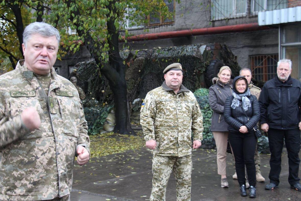 В Авдеевке Порошенко наградили медалью (ФОТО), фото-4