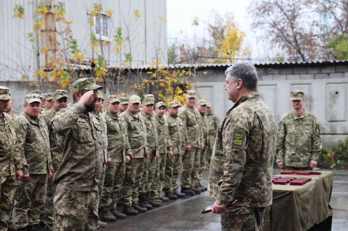 В Авдеевке Порошенко наградили медалью (ФОТО), фото-3