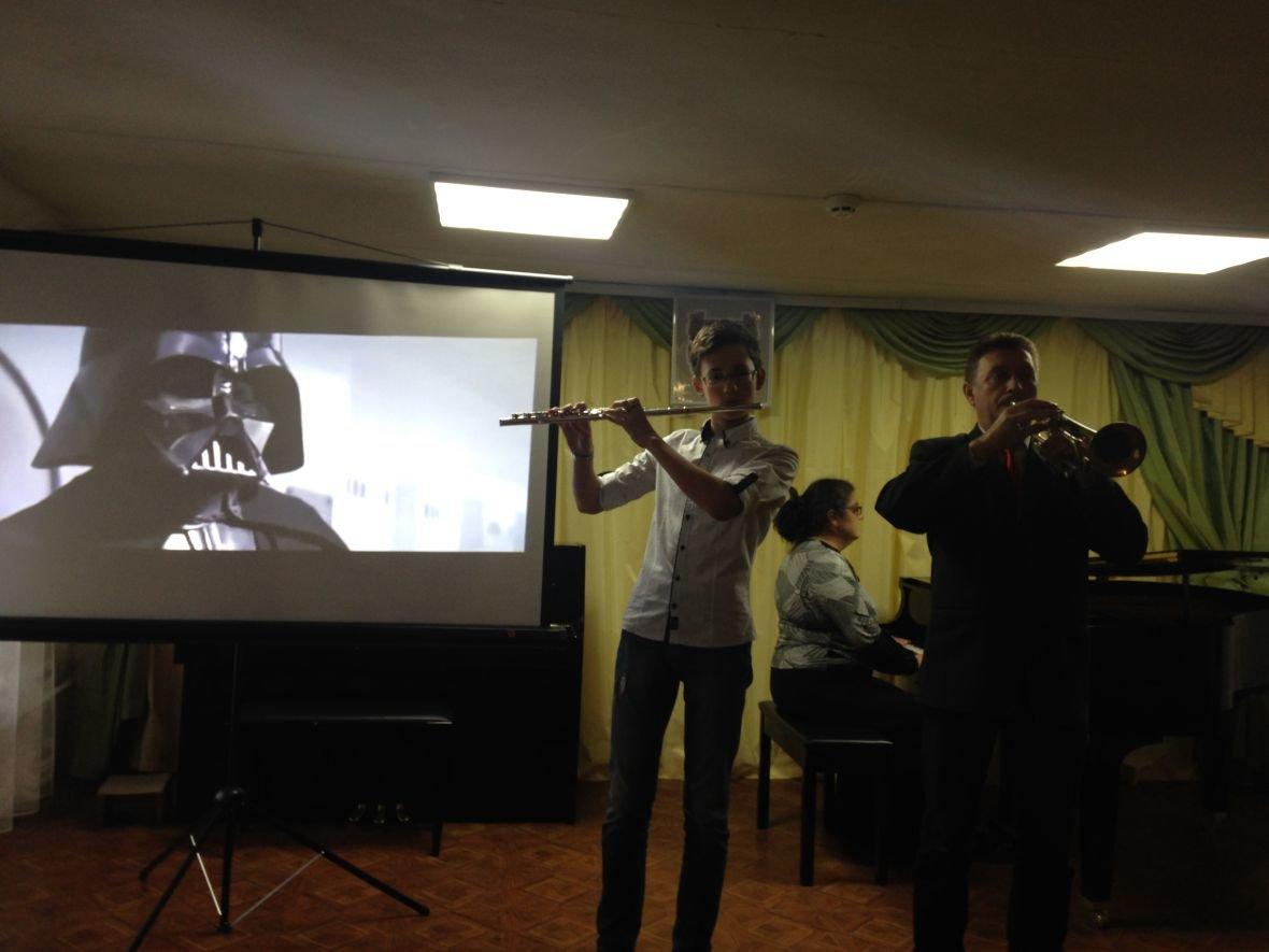 В Авдеевке звучала музыка из легендарных фильмов (ФОТО), фото-2