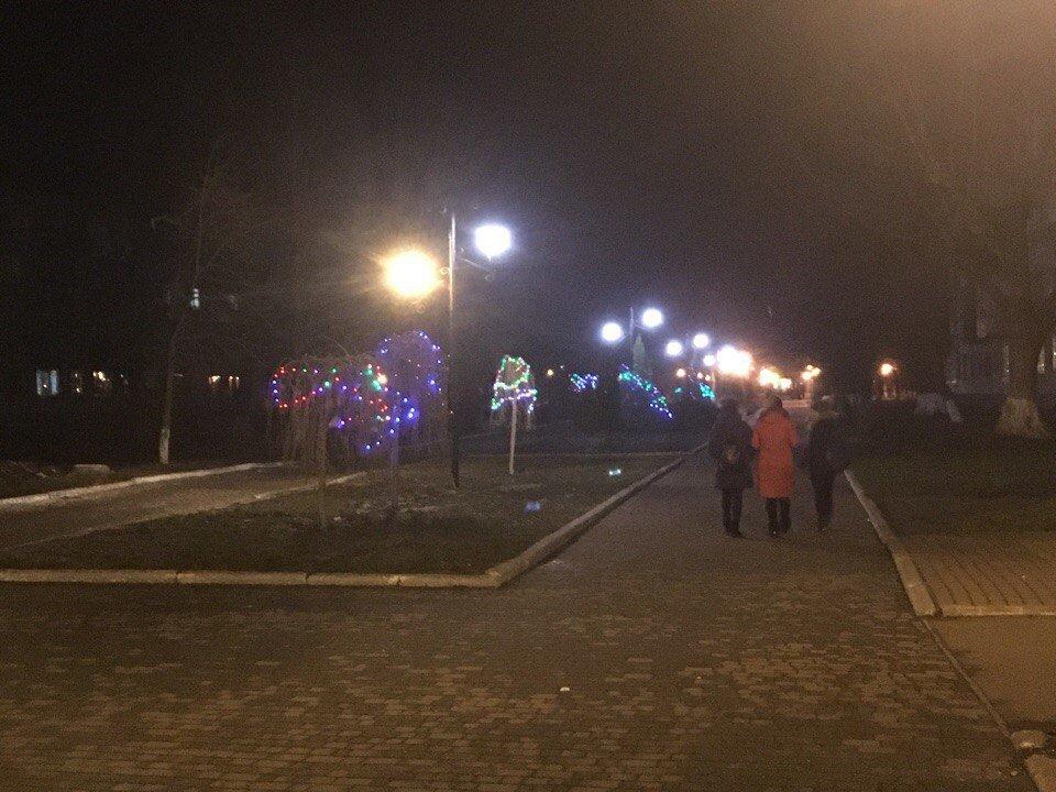 В Авдеевке неизвестные испортили новогоднее украшение на бульваре Шевченко, фото-2