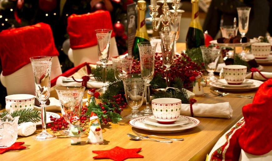 novogodnij-stol-ukrashenie