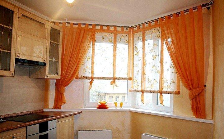 Рулонная-штора-на-кухонном-окне