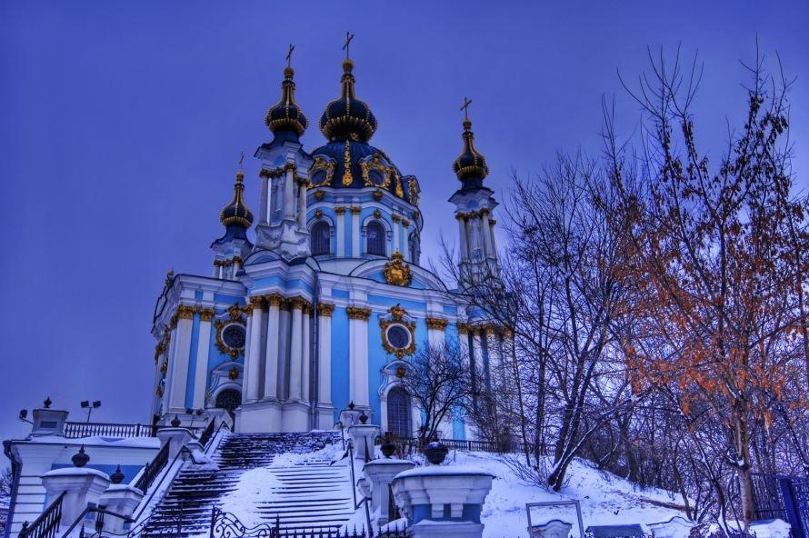 584329_sneg_kiev_derevya_ukraina_nebo_zima_andreevskaya-t_1920x1279_(www.GdeFon.ru)