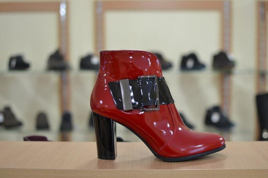 a10cf33703fb3f Ми продаємо взуття з натуральної шкіри, яка ідеально поєднує в собі комфорт  і стильний дизайн. М'які кольори, зручні колодки, якісна фурнітура - те, ...