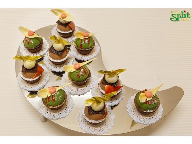 paddedimage645484-cupcakesplitsplitFB