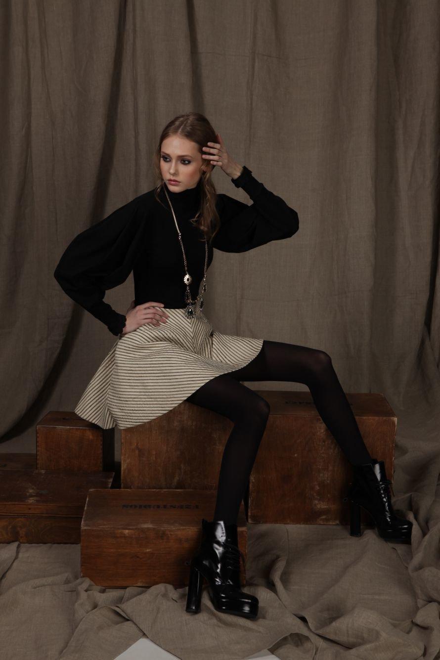 юбка-80%вискоза,20%полиестр;свитер-93-шерсть,7%эластан