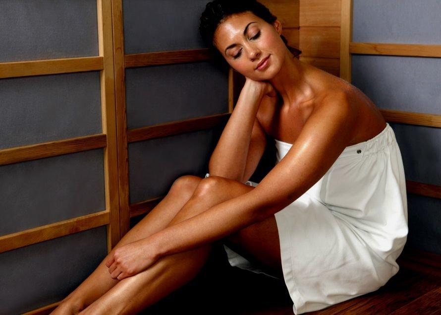 1301922521_sauna-girl