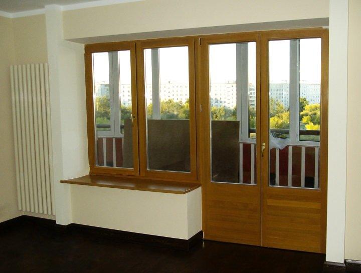 6.-Двухстворчатая-балконная-металлопластиковая-дверь-в-интерьере
