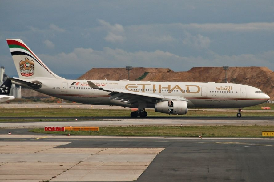 Etihad_Airways_Airbus_A330-200;_A6-EYL@FRA;17.07.2011_610dr_(6059094835)
